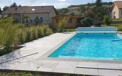 Un bel aménagement plage de piscine dans la Meuse
